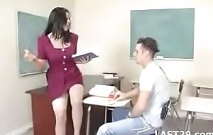 Mika suntan teacher likes in the matter of coul'e be proper of bore