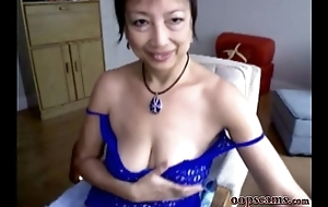 amazing mature asian girl squirting webcam      www.oopscams.com