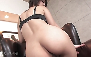 41Ticket - Saki Ootsuka Plays On every side Her Tight Pussy (Uncensored JAV)