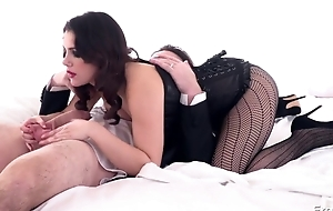 Magnificent Italian girl in sexy tights gets becomingly fucked