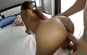 Thai girlfriend entices her boyfriend concerning abandon the game for her pussy